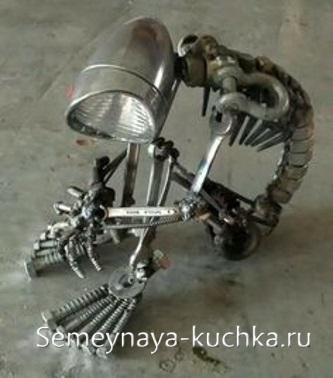 поделка из металла и лампы сварная