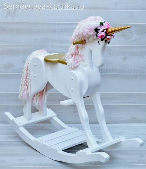 лошадка единорог для детской площадки своими руками идея