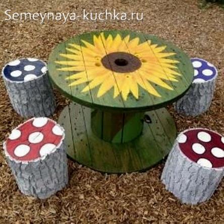 столик из кабельной катушки для детской площадки