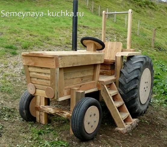 игровой трактор из дерева для детской площадки