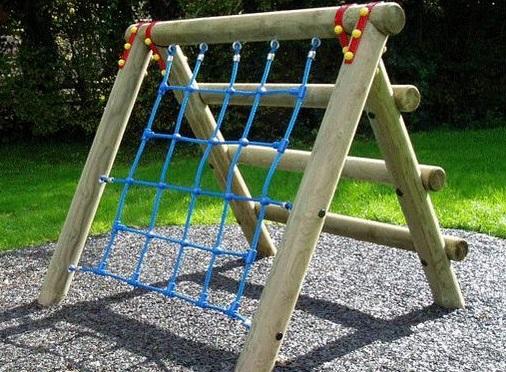 лазалка с веревочной сеткой на детскую площадки своими руками