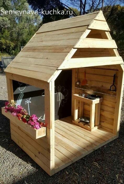 домик из досок для детской площадки