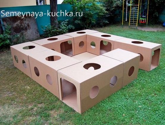 лабиринт из коробок для детской площадки своими руками