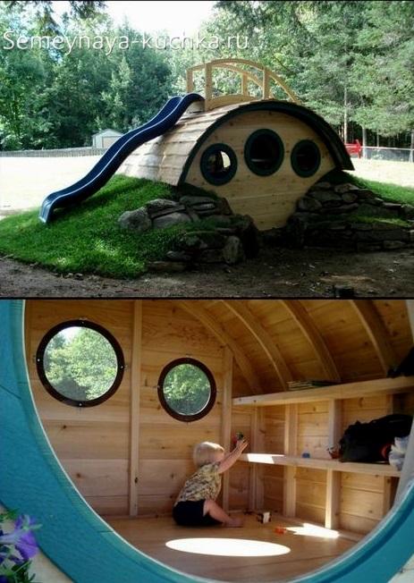 домик на детской площадке из дерева для детей
