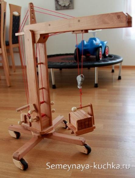 поделки для игровой площадки деревянный кран подъемный