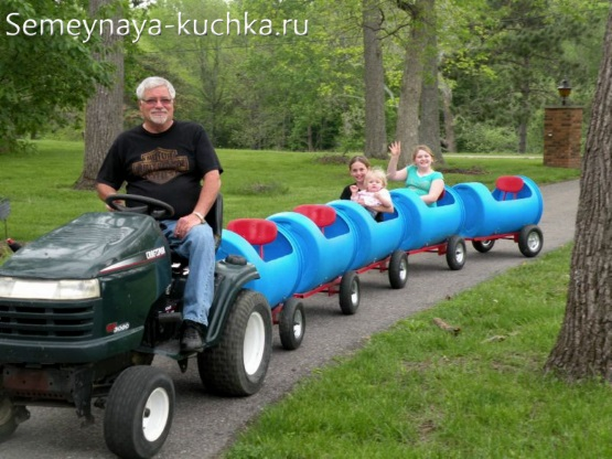 идея паровозика для детской площадки во дворе