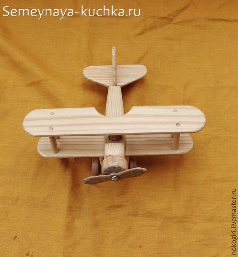 деревянный самолетик для детской площадки