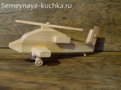 игрушка из дерева вертолет