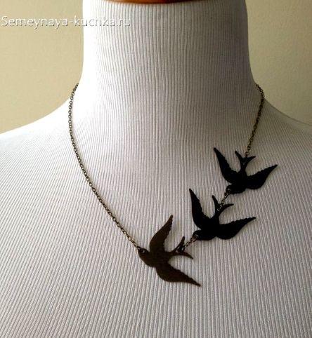 украшение простое из кожи птички