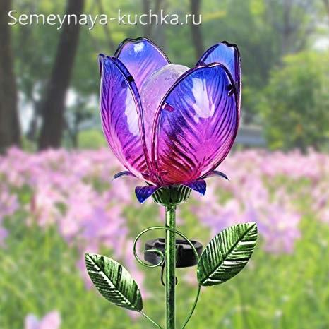 поделка уличный светильник цветок на дачу в траве