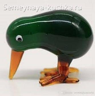 птица киви из стекла зеленая