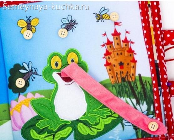 детская книжка из фетра сшить с пуговицами лягушка