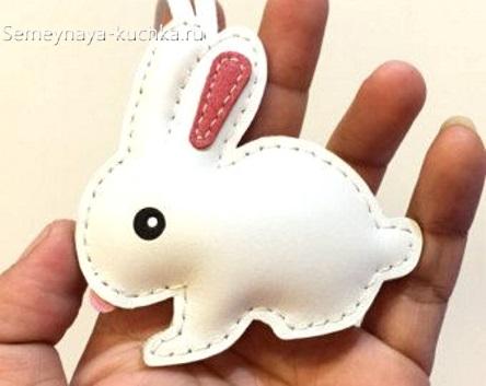 брелок белый кролик из кожи своими руками