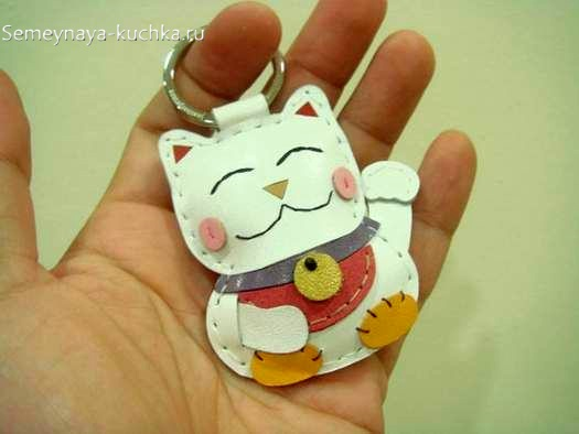 брелок белый кот из кожи или фетра