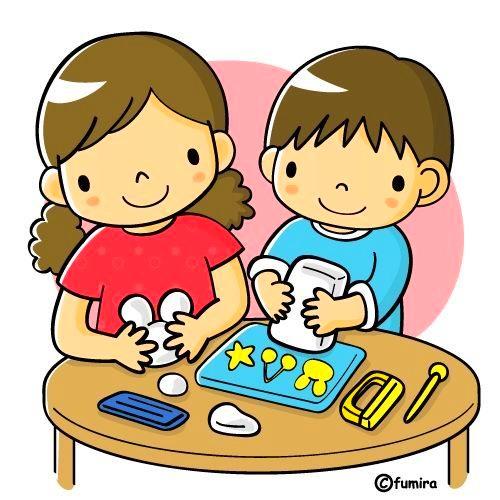картинка дети на занятиях лепкой