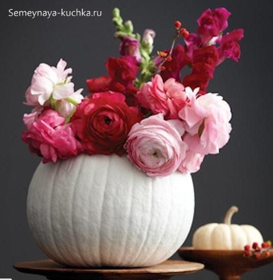 букет осенних роз в белой тыкве