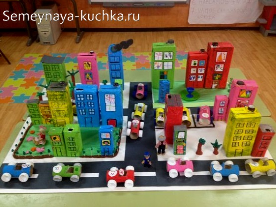 поделка для детей из картона домики в городе