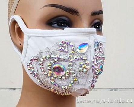 защитная маска со стразами выкройка